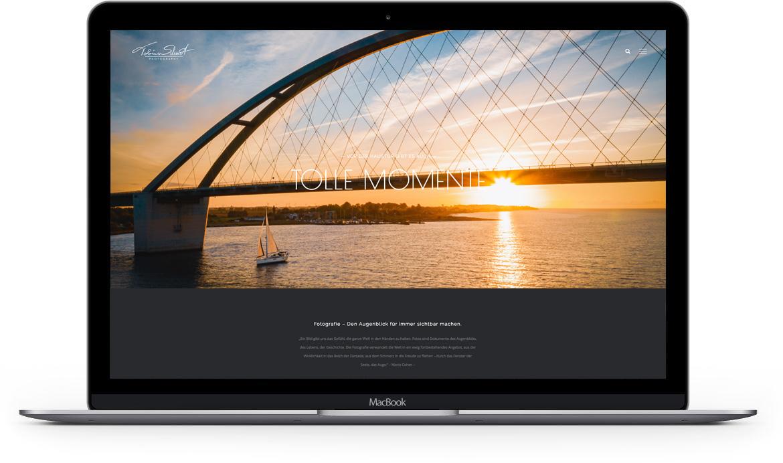 Laptop mit Internetseite
